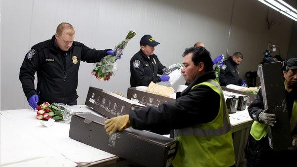 Bị phạt đến 1 tỷ đồng và cấm nhập cảnh vĩnh viễn khi mang những thứ sau vào Mỹ